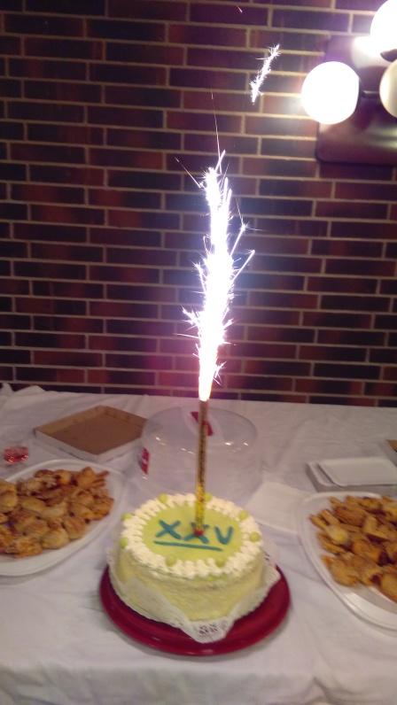 25 éves születésnapi torta tűzíjátékkal
